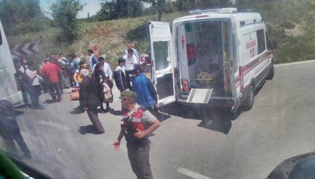 İşte fotoğraflar... Öğrencileri Çanakkale'ye götüren otobüs kaza yaptı...