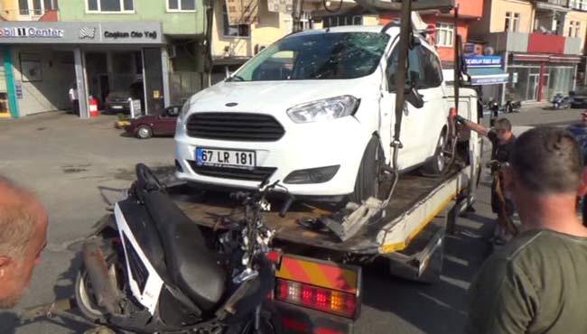 Motosikletten fırladı kamyonetin camına çarptı...
