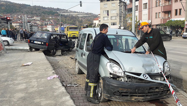 Ankara yolunda kaza... 3 yaralı...