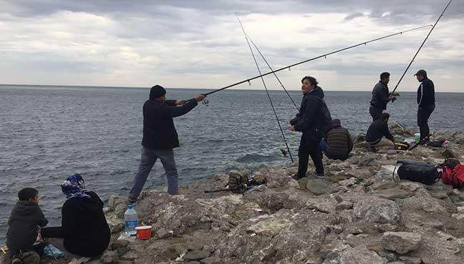 Balık tutmanın keyfini çıkardılar..