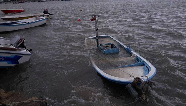 Tekneler suya gömüldü...