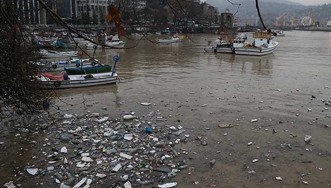 Deniz çamur, Liman çöplük!