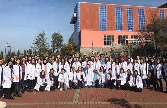 Hemşirelik bölümü öğrencileri kansere dikkat çekti...