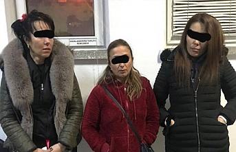 Tek odalı evde 3'ü kadın 18 kişiye fuhuş baskını!
