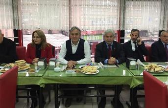 MHP'den basın mensuplarına kahvaltı