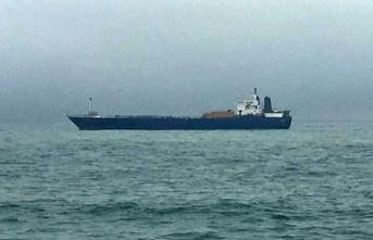 Yük gemileri şiddetli rüzgar nedeniyle beşik gibi sallandı