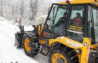 Zonguldak Belediyesi karla mücadele ediyor...