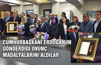 Cumhurbaşkanı Erdoğan'ın gönderdiği Övünç Madalyalarını aldılar...