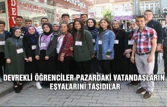 Devrekli öğrenciler pazardaki vatandaşların eşyalarını taşıdılar