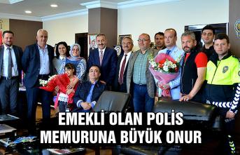 Emekli olan polis memuruna büyük onur...