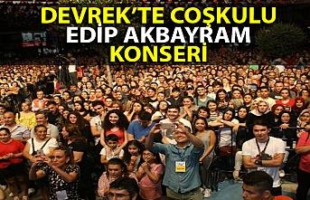 Usta sanatçı Edip Akbayram Devrek'i coşturdu