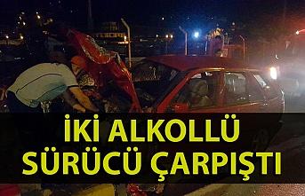 İki alkollü sürücünün kullandıkları otomobiller çarpıştı