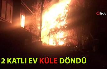 2 katlı ev yanarak küle döndü