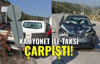 Kaza! Kamyonet ile taksi çarpıştı!