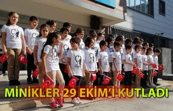 Minik öğrenciler 29 Ekim'i kutladı