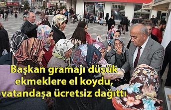 Başkan gramajı düşük ekmeklere el koydu, vatandaşa ücretsiz dağıtıldı