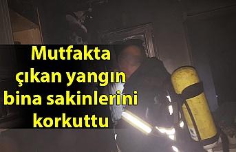 Mutfakta çıkan yangın bina sakinlerini korkuttu