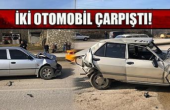 İki otomobil çarpıştı!