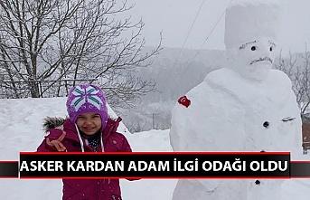 Asker kardan adam ilgi odağı oldu