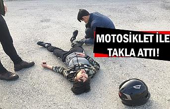 Motosiklet ile takla attı!