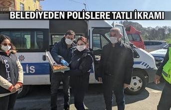 Belediyeden polislere tatlı ikramı
