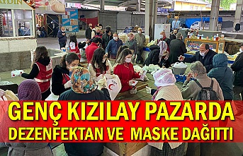 Genç Kızılay pazarda dezenfektan ve maske dağıttı