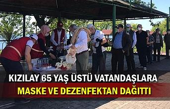 Kızılay 65 yaş üstü vatandaşlara maske ve dezenfektan dağıttı