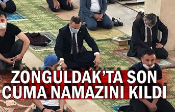 Zonguldak'ta son cuma namazını kıldı