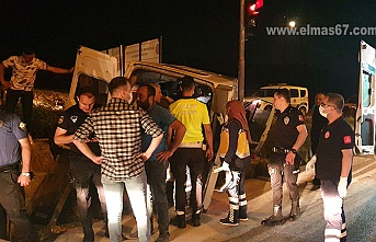 Polisin 'dur' ihtarına uymadı... Kaza kaçınılmaz oldu... Yaralılar var