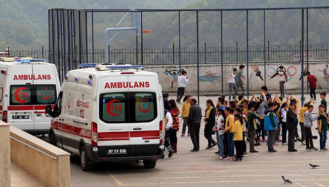 Öğrenciler hastaneye kaldırıldı...