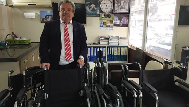 Hayırseverler tekerlekli sandalye bağışladı...