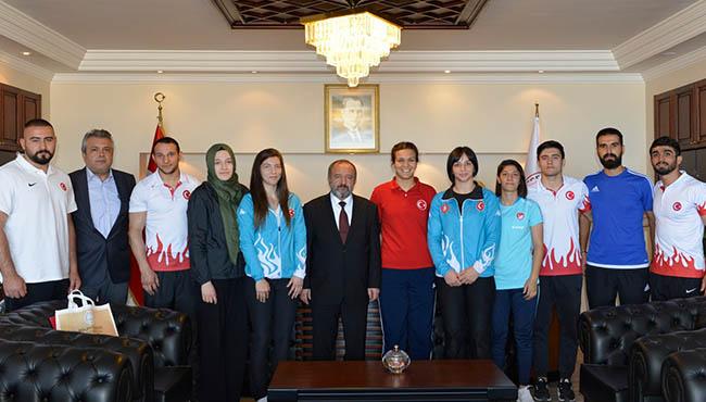 Rektör Çufalı'dan şampiyonlara teşekkür