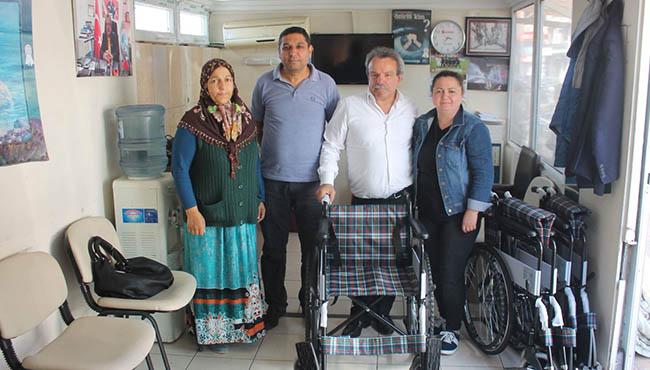 Hüseyin Şirin tekerlekli sandalye verdi