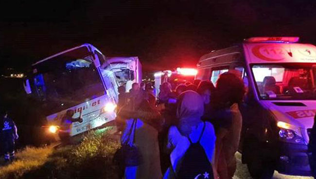 Kaza! Kaptan şoför ve yolcu canından oldu