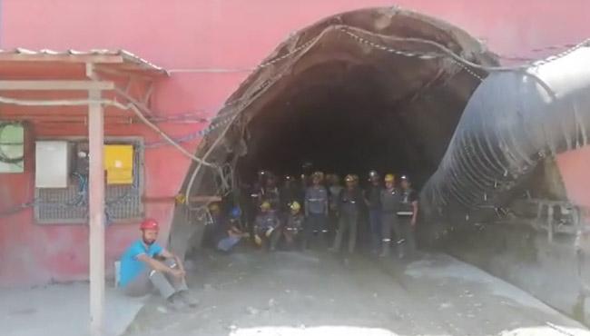 Maden işçileri kendini ocağa kapattı