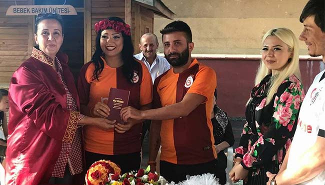 Futbol sevgilerini nikahlarına taşıdılar