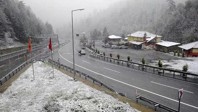 Kar yağışı etkili oluyor... Yollarda son durum ne?