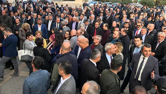 Valilik önünde izdiham! Zonguldak Ahmet Çınar'ı uğurladı
