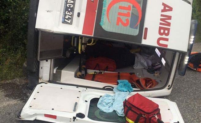 Ambulans kaza yaptı...