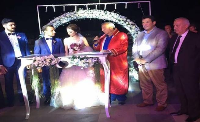 Görkemli düğün... Danışmanın oğlu dünya evine girdi...