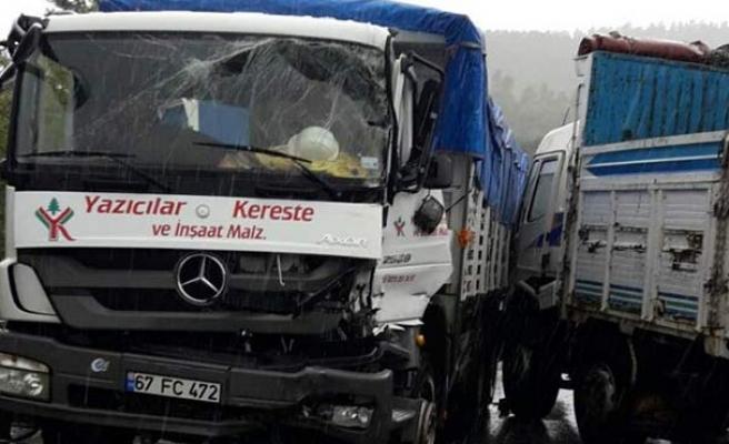 Ereğli yolunda kaza... 2 kamyon çarpıştı...