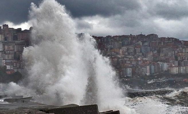 Şiddetli rüzgar... Dev dalgalar...