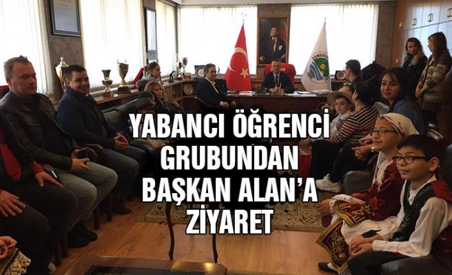 Yabancı öğrenci grubundan başkan Alan'a ziyaret