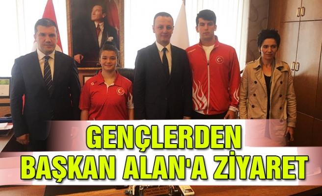Gençlerden Başkan Alan'a ziyaret