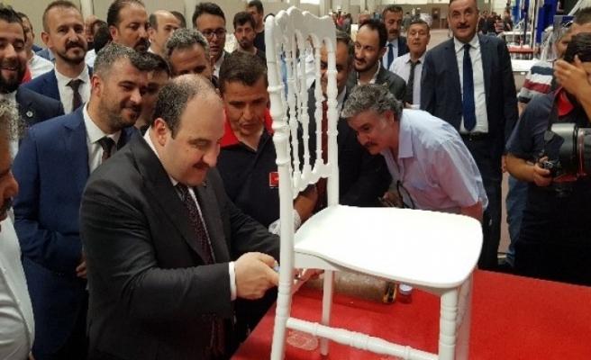 Bakan Varank, Çaycuma'da sandalye boyadı