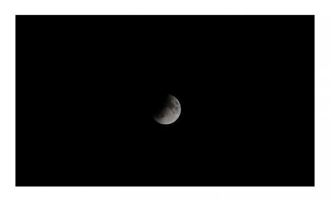 Merakla beklenen 'Parçalı Ay Tutulması' böyle gerçekleşti
