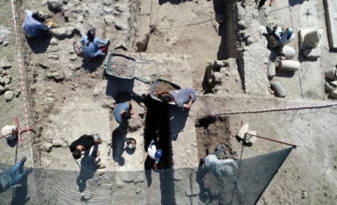 Antik çağın hac merkezinde kazı. 1800 yıllık sikke bulundu