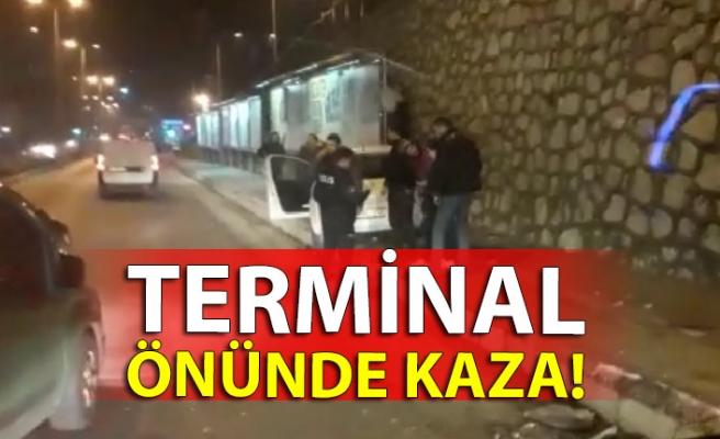 Terminal önünde kaza!