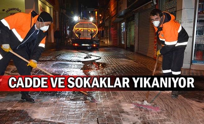 Cadde ve sokaklar yıkanıyor