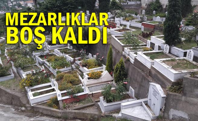Arefe günü mezarlıklar boş kaldı